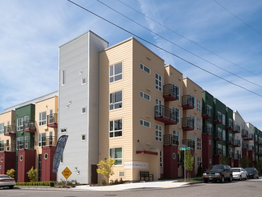 999 Hiawatha Apartments